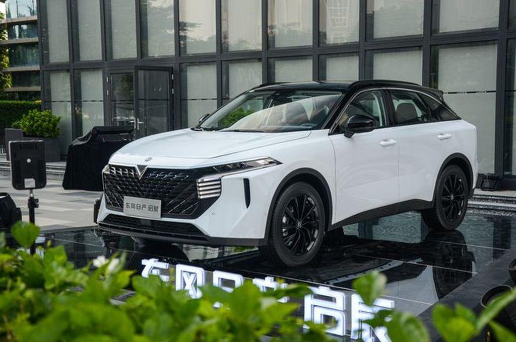 Read more about the article Nissan và Dongfeng trình làng mẫu SUV mới với tên gọi Venucia V-Online